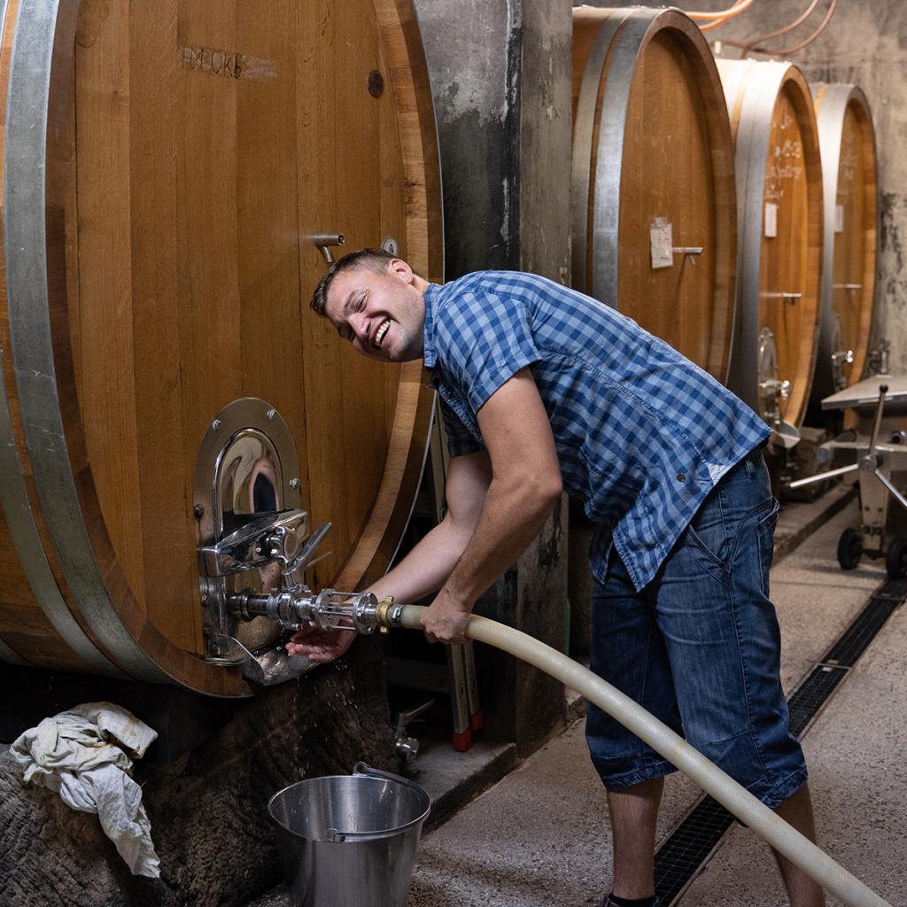 Bioweingut Hubertushof Was passiert eigentlich bei einem Winzer in den Tiefen seines Kellers?